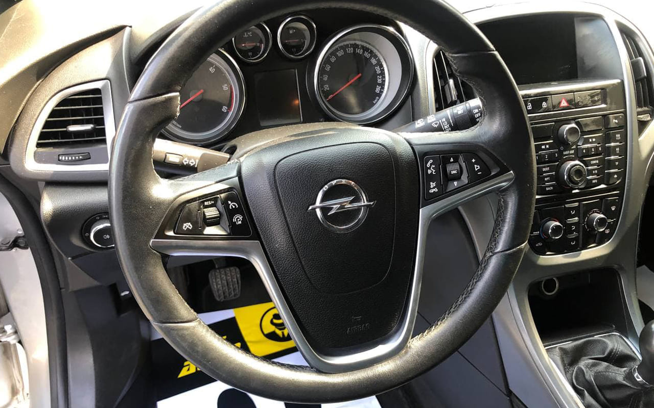 Opel Astra J 2014 фото №16