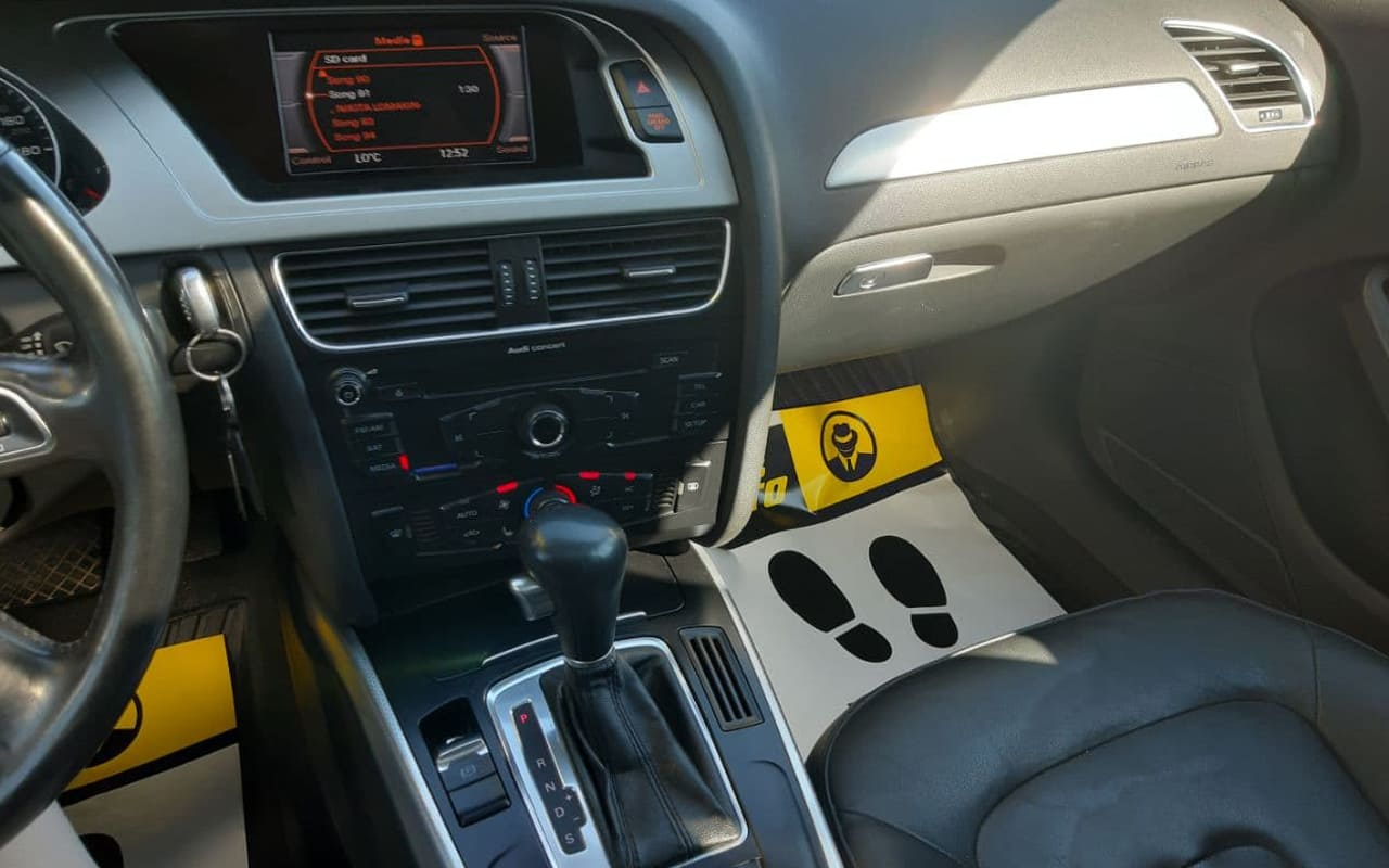 Audi A4 2011 фото №11