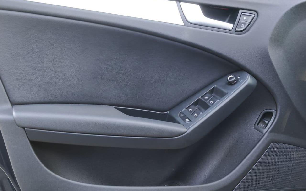 Audi A4 2011 фото №17