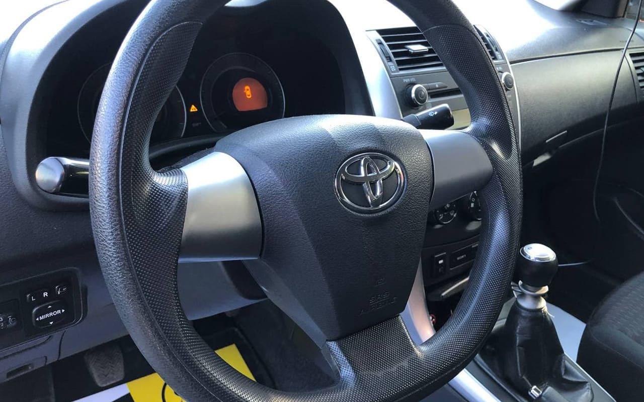 Toyota Corolla 2013 фото №13