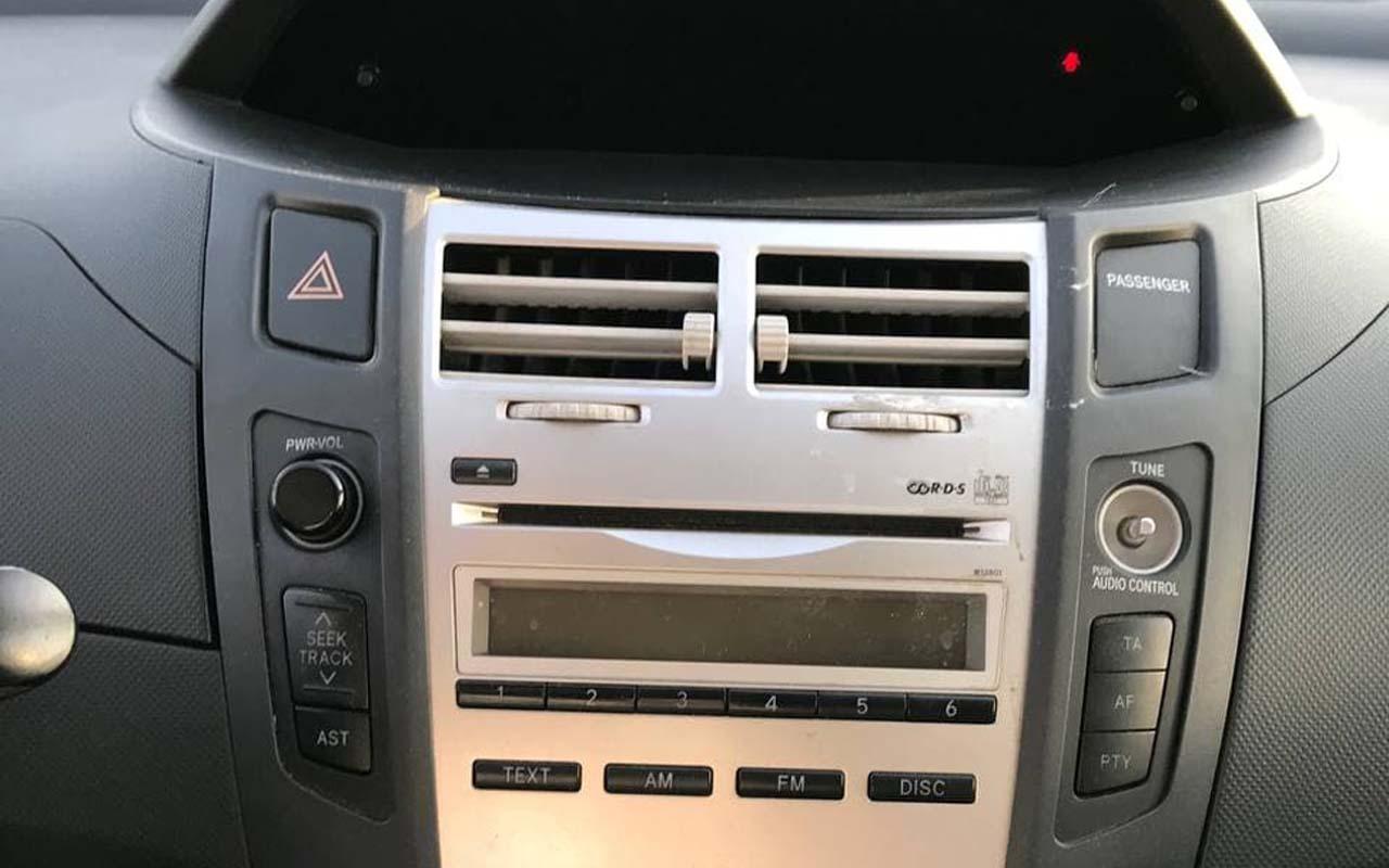 Toyota Yaris 2007 фото №12