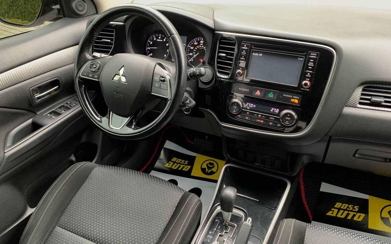 Mitsubishi Outlander 2017 фото №17