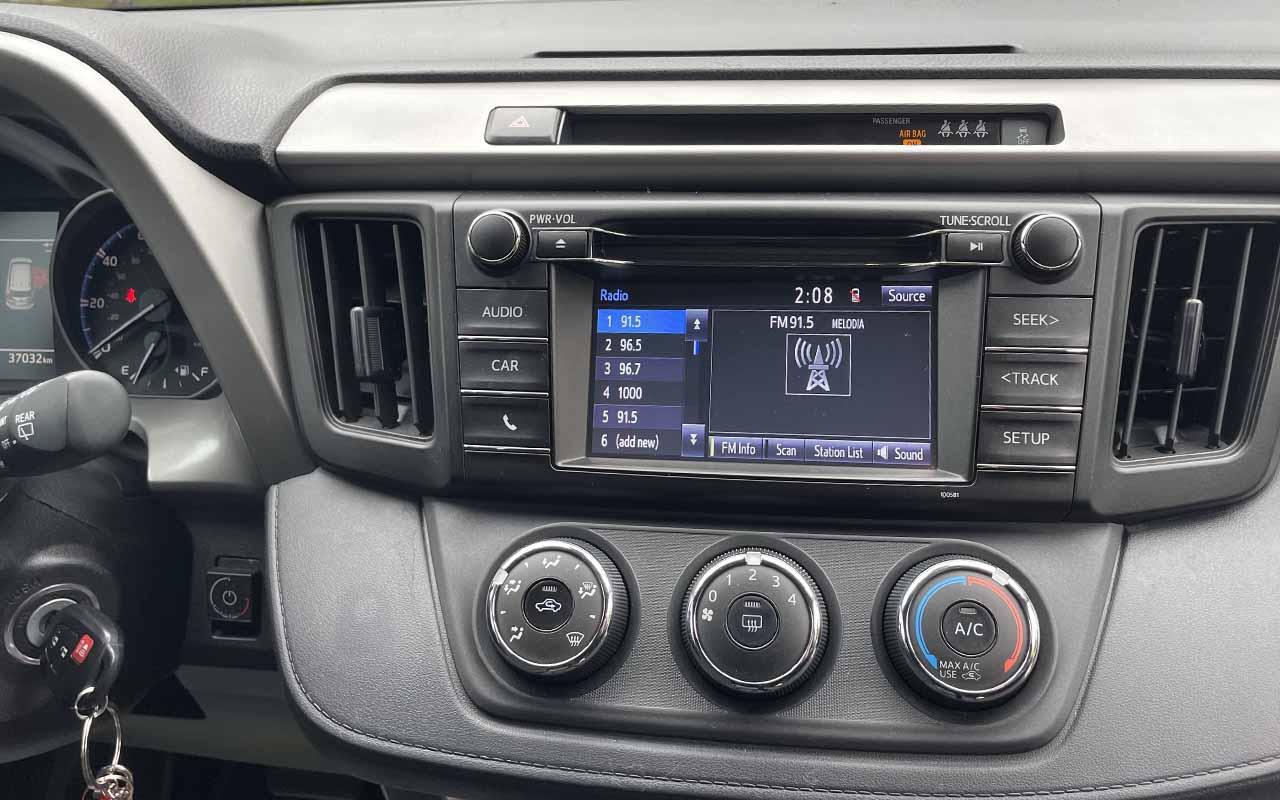 Toyota RAV4 2018 фото №17